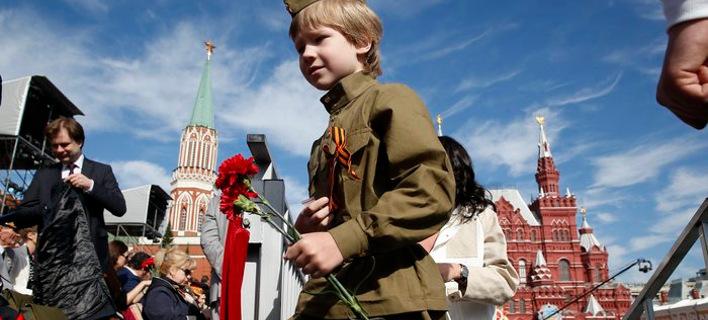 Η Ρωσία γιορτάζει τη νίκη επί της ναζιστικής Γερμανίας το 1945 με μεγαλειώδη παρέλαση [εικόνες]