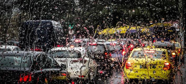 «Μπλοκαρισμένοι» οι δρόμοι εξαιτίας της κακοκαιρίας [εικόνες]