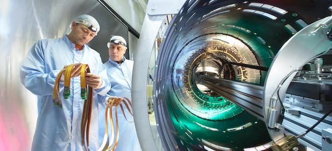 Σαμπάνιες στο CERN  – Εντοπίσαμε το «σωματίδιο του Θεού»!