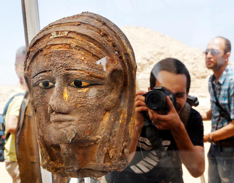 Η ασημένια επιχρυσωμένη μάσκα που βρέθηκε στην ανασκαφή