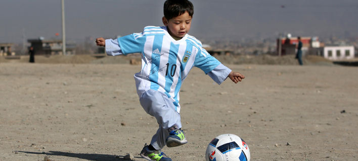 Ο μικρός Μουρτάζα Αχμάντι έφυγε από το σπίτι του για να γλιτώσει από τους Ταλιμπάν (Φωτογραφία: ΑΡ/Rahmat Gul)