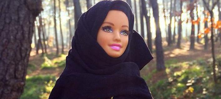 Η μουσουλμάνα «Barbie» που έγινε viral -Με μαντήλα και σοβαρό ντύσιμο [εικόνες]