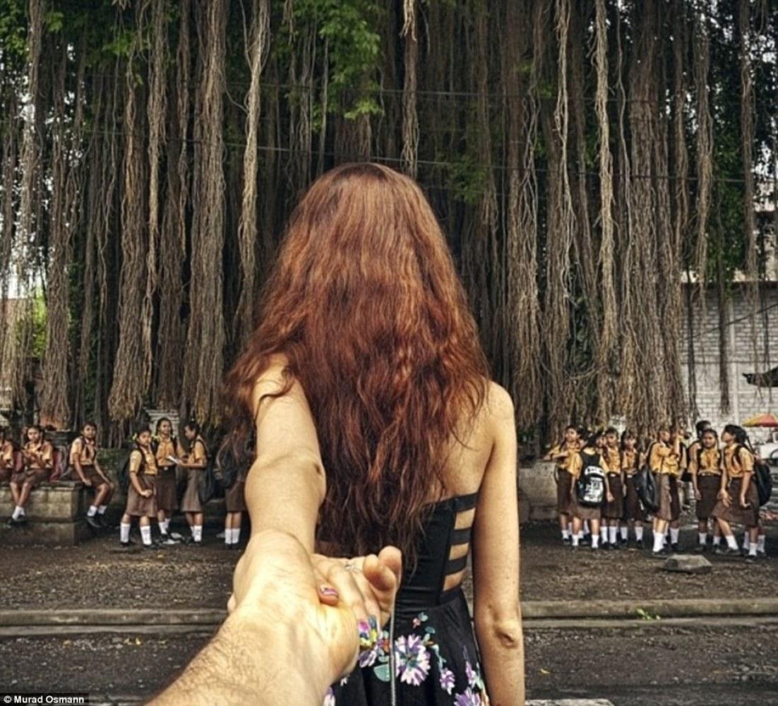 Тянутся руки к девушке фото 14 фотография