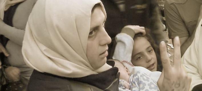 Συγκλονιστική ιστορία μάνας προσφυγόπουλων: Το ένα μου το πήρε ο πόλεμος, το άλλο πάρτε το να το σώσετε
