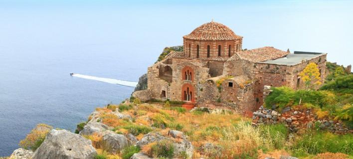Η «Αγία Σοφία» της Ελλάδας -Πού βρίσκεται ο εντυπωσιακός ναός που είναι χτισμένος στο χείλος του γκρεμού