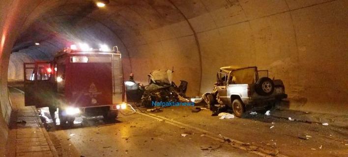 Eνας νεκρός και τέσσερις τραυματίες από τροχαίο τριών οχημάτων σε σήραγγα στη Ναύπακτο [εικόνες & βίντεο]
