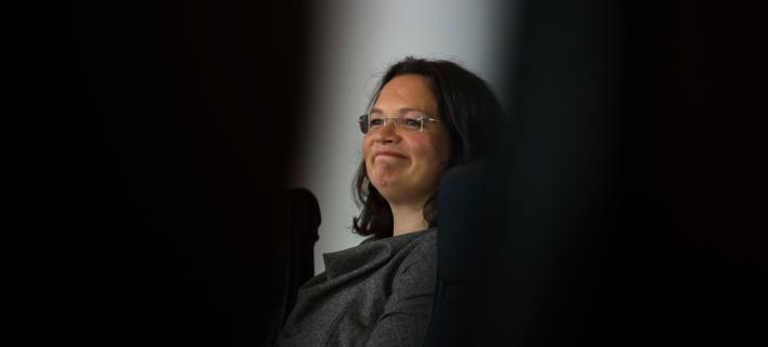 Νέο πρόβλημα για τη Μέρκελ: Τώρα απειλεί να φύγει το SPD από την κυβέρνηση, αν φτιάξουν «Αμυγδαλέζες»