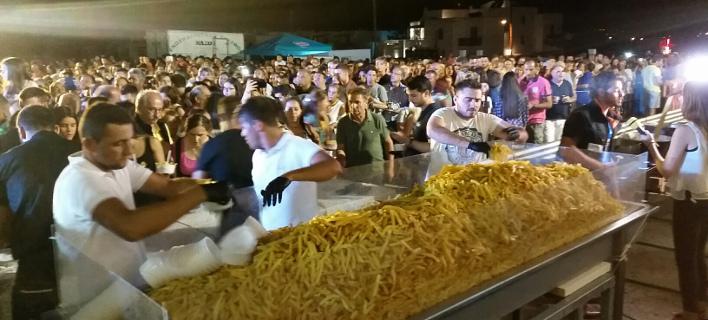 Νέο ρεκόρ Γκίνες για τη Νάξο -Τηγάνισαν 625 κιλά πατάτες σε 8 ώρες [εικόνες]