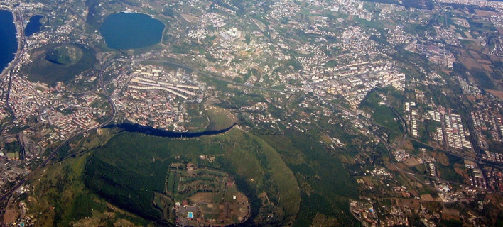 Ιταλία: Φοβούνται έκρηξη υπερ-ηφαιστείου κοντά στη Νάπολη
