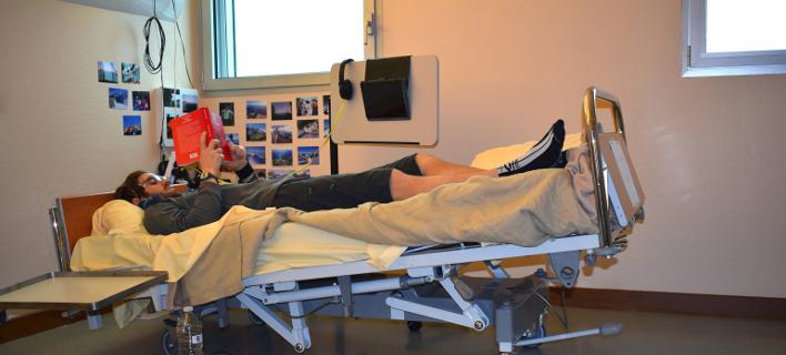 Ξαπλωμένοι εθελοντές σε πείραμα της nasa, φωτογραφία: www.esa.int