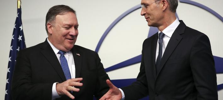 Ο Αμερικανός ΥΠΕΞ με τον γ.γ. του ΝΑΤΟ/ Φωτογραφία: AP- Francisco Seco