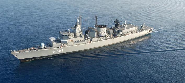 Σε Τήνο και το Πάρο πλοία του Πολεμικού Ναυτικού για τον εορτασμό της Κοιμήσεως της Θεοτόκου [εικόνες]