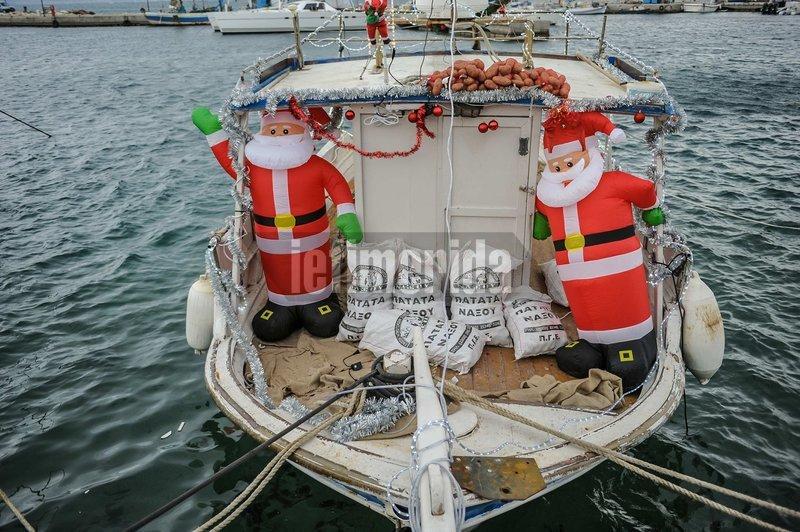 Καράβι προσφοράς: Μαθητές στη Νάξο στόλισαν ψαροκάικο και το γέμισαν τοπικά προϊόντα -Δείτε πού το στέλνουν [εικόνες]