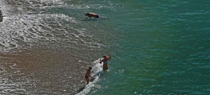 Αρχισαν τα μπάνια στο Ναύπλιο (Φωτογραφία: Αργολικές ειδήσεις)