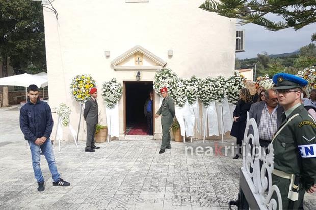 Αβάσταχτη οδύνη στην κηδεία του υποστράτηγου Γ. Τζανιδάκη [εικόνες] Neakriti-news-image_11