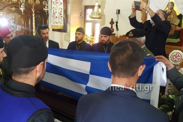 Αβάσταχτη οδύνη στην κηδεία του υποστράτηγου Γ. Τζανιδάκη [εικόνες] Neakriti-news-image_12