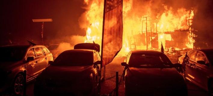 ΗΠΑ: Τουλάχιστον 9 οι νεκροί από την πυρκαγιά που κατακαίει τη βόρεια Καλιφόρνια