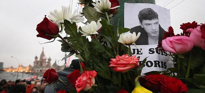 Κάμερες κατέγραψαν τις τελευταίες στιγμές του Νεμτσόφ -Νέα στοιχεία για την εκτέλεση του αντιπάλου του Πούτιν [βίντεο]