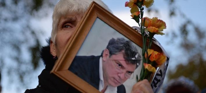 Ρωσία: Χιλιάδες κόσμου διαδήλωσαν στη μνήμη του Μπορίς Νεμτσόφ [εικόνες]
