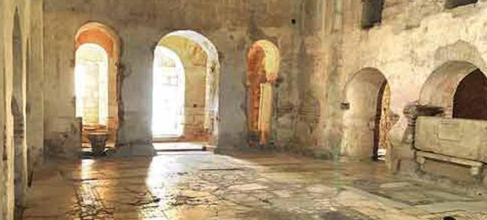 Μπροστά στα λείψανα του Αγίου Νικολάου, γνωστός και ως Άι Βασίλης, ίσως να βρίσκονται οι αρχαιολόγοι στην Τουρκία. Πηγή φωτό: Hurriyet