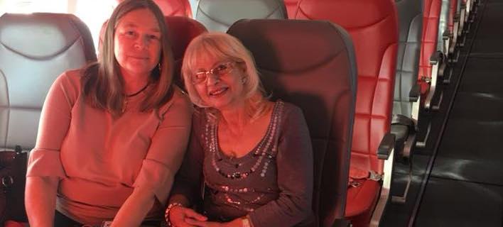 Οι δύο επιβάτες της πτήσης για Κρήτη. Φωτογραφία: Facebook/LitsaNicola