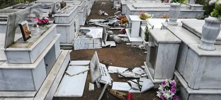 Το νεκροταφείο Αγίας Τριάδας μετά τις ζημιές/Φωτογραφία: Arcadiaportal