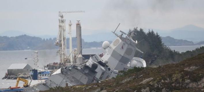 Η μισοβυθισμένη νατοϊκή φρεγάτα /Φωτογραφία: EPA via ΑΠΕ-ΜΠΕ