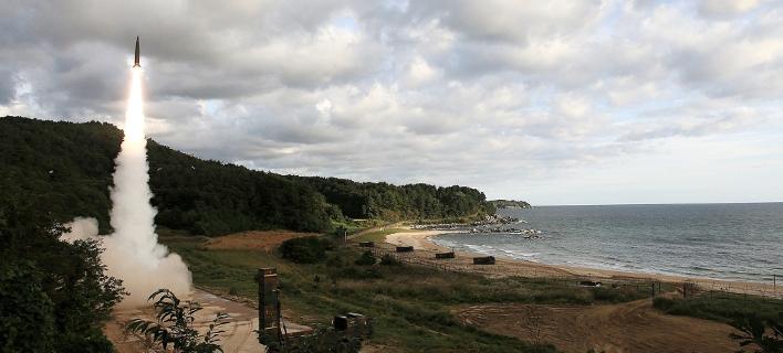 Εικόνα από την εκτόξευση του βαλλιστικού πυραύλου Hyunmoo II. South Korea Defense Ministry via AP