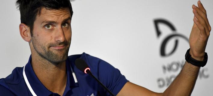 Ο Τζόκοβιτς έχει ακόμη πρόβλημα στον αγκώνα (Φωτογραφία: AP/ Andrej Isakovic)