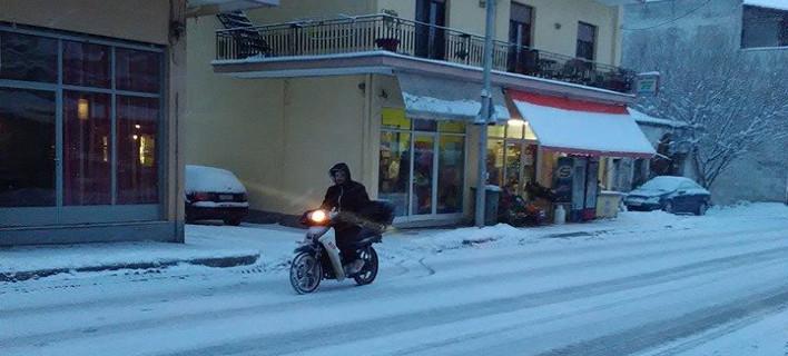 Διανομέας φαγητού στο χιόνι / Φωτογραφία: Facebook