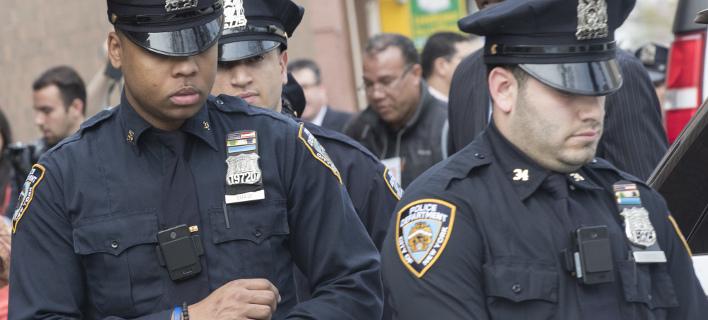 Η αστυνομία εξετάζει το υλικό από τις κάμερες ασφαλείας (Φωτογραφία αρχείου: AP/ Mary Altaffer)