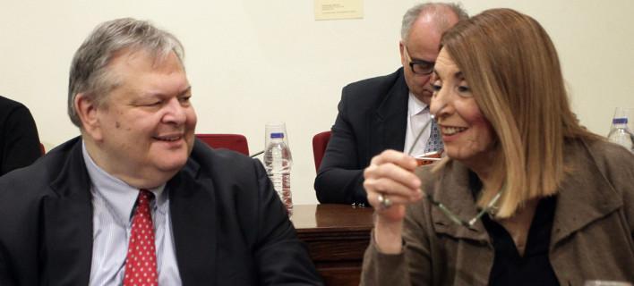 Χαμός στη Βουλή -Τασία: «Ποιος είστε για να με απειλείτε;» -Βενιζέλος: «Ζητώ να με σέβεστε -Αφήστε το μπλαζέ ύφος» [βίντεο]