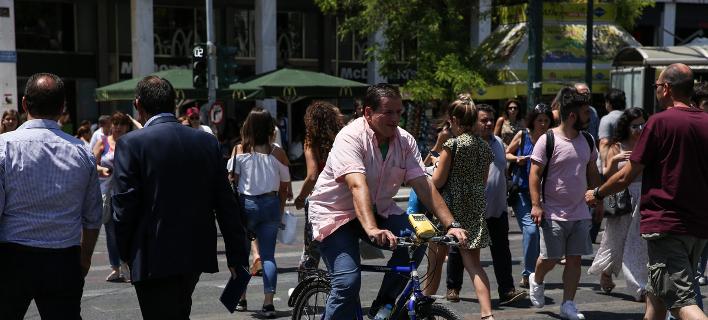 πολίτες στην Αθήνα/Φωτογραφία: SOOC