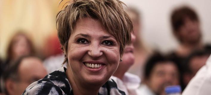 Η Ολγα Γεροβασίλη θα δώσει «επίδομα σφραγίδας» 50 ευρώ στους δημοσίους υπαλλήλους