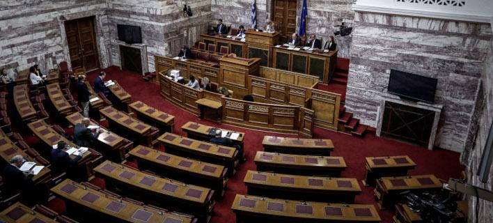 Ονομαστική ψηφοφορία σήμερα για την αναδοχή παιδιών από ομόφυλα ζευγάρια