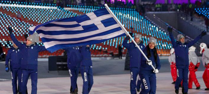 Φωτογραφία: AP- Η ελληνική αποστολή πρώτη στην έναρξη των Χειμερινών ΟΛυμπιακών Αγώνων