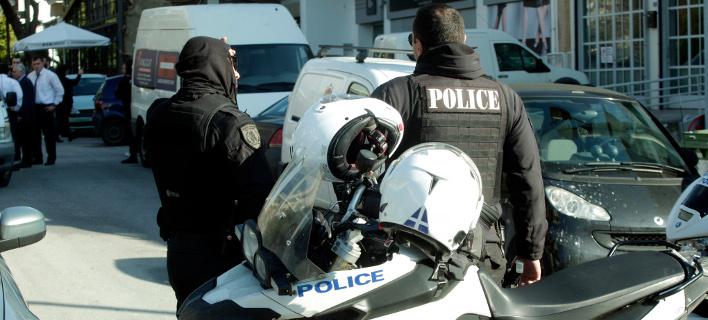 Σπείρα: Εκλεβαν τα πορτοφόλια και τα έκαναν σκυταλοδρομία αλλάζοντας βαγόνια