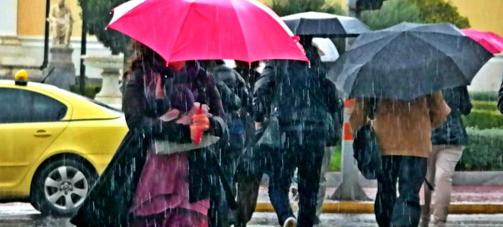 Βροχερός ο καιρός και σήμερα (Φωτογραφία: EUROKINISSI/ ΓΙΩΡΓΟΣ ΚΟΝΤΑΡΙΝΗΣ)