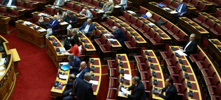 Στις 10 το βράδυ η ονομαστική ψηφοφορία για τον «Κλεισθένη» στη Βουλή