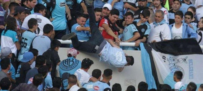 Αργεντινή: Νεκρός ο οπαδός της Μπελγράνο -Τον είχαν πετάξει από τις κερκίδες [βίντεο]