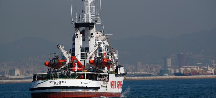 το πλοίο που μεταφέρει τους πρόσφυγες/Φωτογραφία: AP