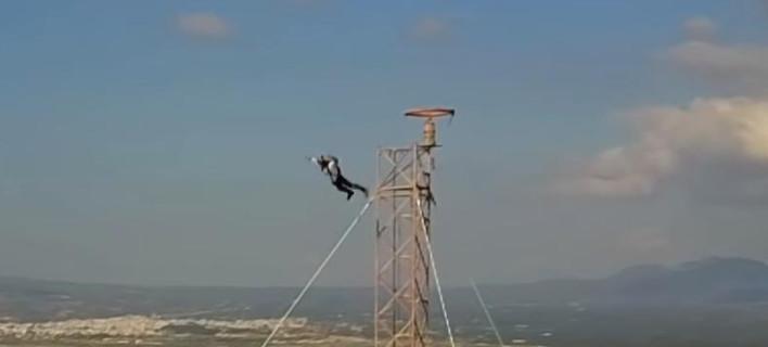 Ο Κωνσταντίνος Όροκλος κάνοντας άλμα από εκατοντάδες μέτρα