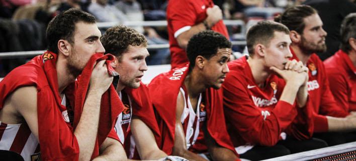 Ταλαιπωρία για τους παίκτες του Ολυμπιακού (Φωτογραφία: ΦΩΤΟΓΡΑΦΙΑ: LATO KLODIAN / EUROKINISSI)