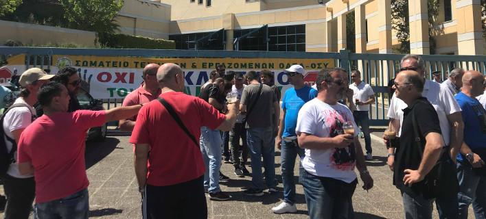 Συγκέντρωση διαμαρτυρίας των εργαζομένων στα λεωφορεία -Δεν θέλουν να μετακινηθεί το αμαξοστάσιο από το Ελληνικό [εικόνες]
