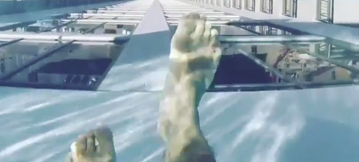 Η πισίνα στο ρετιρέ του ουρανοξύστη Market Square Tower. Φωτογραφία: Instagram