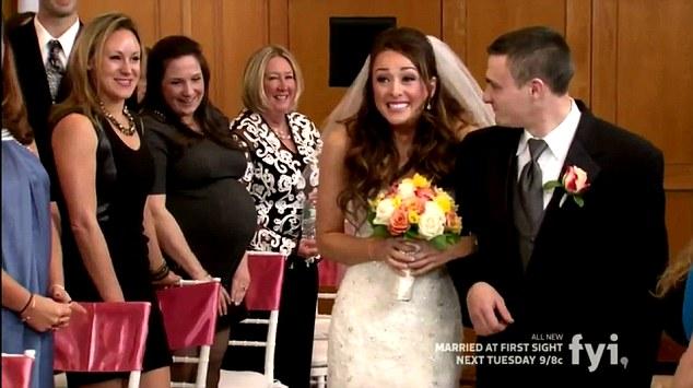 πολυγαμία παντρεύτηκε και dating S02E01 Κατέβασμα