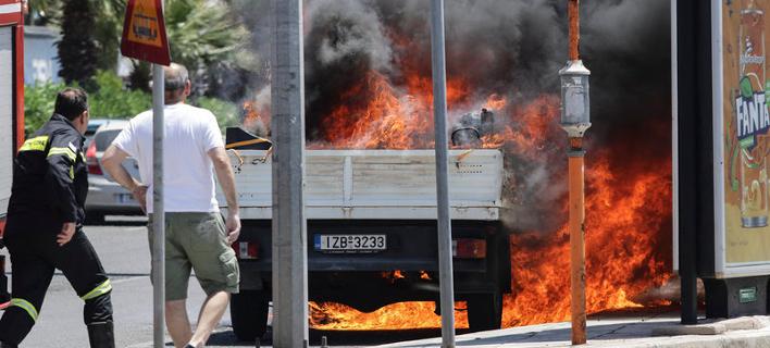 Φωτιά στην Ποσειδόνως/ Φωτογραφία: Eurokinissi