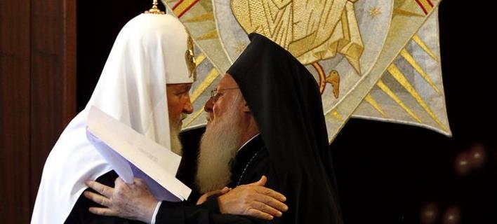 Ο Μητροπολίτης Μόσχας Κύριλλος με τον Οικουμενικό Πατριάρχη. ΦΩΤΟΓΡΑΦΙΑ ΑΡΧΕΙΟΥ: ΑΠΕ-ΜΠΕ