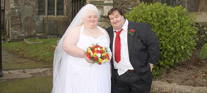Το πιο παχύσαρκο ζευγάρι της Βρετανίας – Ζυγίζουν μαζί 350 κιλά [εικόνες]