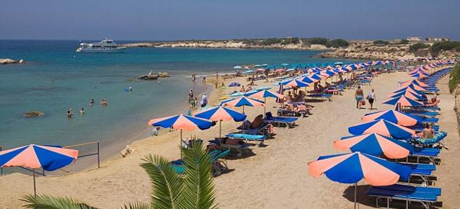 Δύο Άγγλοι τουρίστες νεκροί σε παραλία της Πάφου - Καρδιακή προσβολή υπέστη ο άν